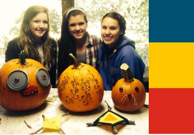 gilrs-with-pumpkins
